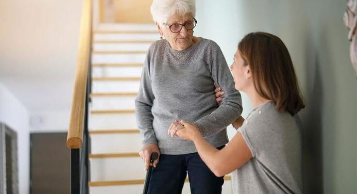 4 Steps to Take When an Elderly Relative Needs Help